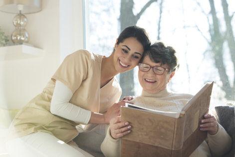 How a Home Health Aide Can Make Your Elderly Beloved Live a Comfortable Life