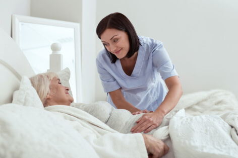reasons-to-hire-a-home-health-aide-for-seniors-at-home